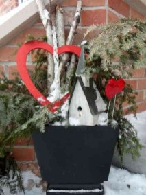 Best Ideas To Decorate Your Porch For Valentines Day 31