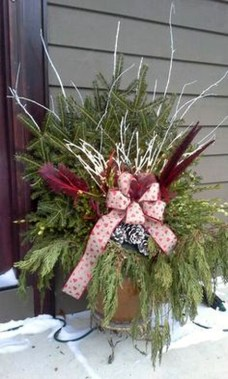 Best Ideas To Decorate Your Porch For Valentines Day 36