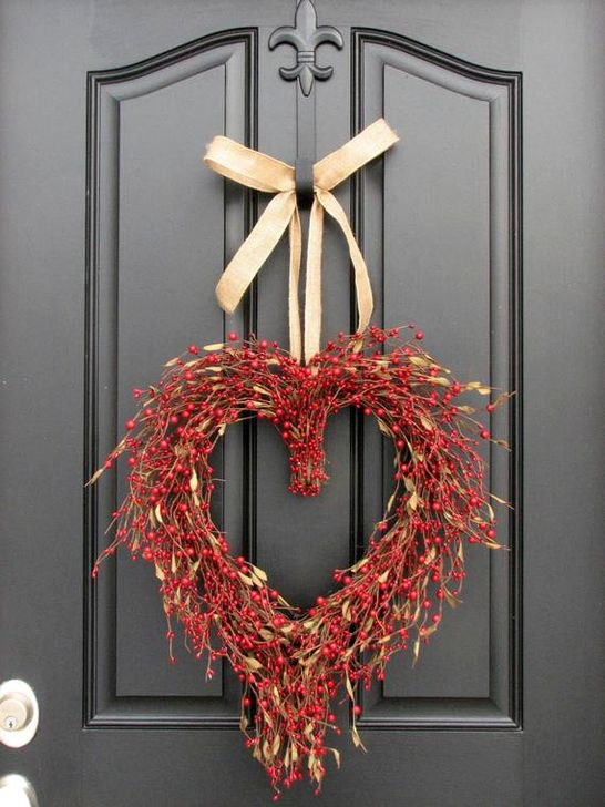 Best Ideas To Decorate Your Porch For Valentines Day 38