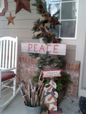 Elegant Front Porch Valentines Day Decor Ideas 09