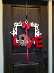 Elegant Front Porch Valentines Day Decor Ideas 10