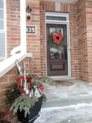 Elegant Front Porch Valentines Day Decor Ideas 11