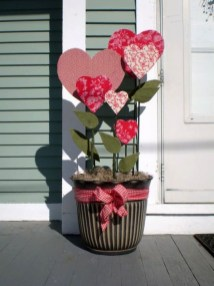 Elegant Front Porch Valentines Day Decor Ideas 28