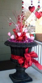 Elegant Front Porch Valentines Day Decor Ideas 34