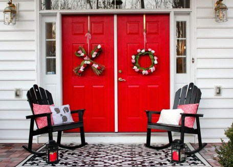 Elegant Front Porch Valentines Day Decor Ideas 47