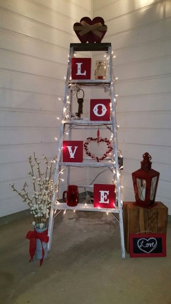 Elegant Front Porch Valentines Day Decor Ideas 60