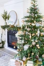 Gorgeous Winter Family Room Design Ideas 19