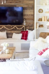 Gorgeous Winter Family Room Design Ideas 21