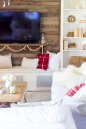 Gorgeous Winter Family Room Design Ideas 21