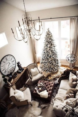 Gorgeous Winter Family Room Design Ideas 33