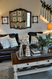 Gorgeous Winter Family Room Design Ideas 44