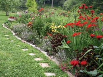 Innovative Stepping Stone Pathway Decor For Your Garden 39