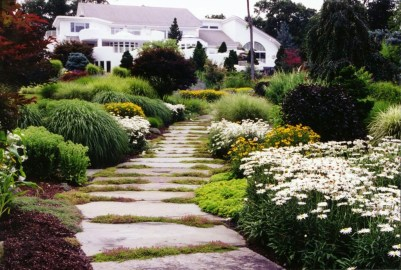 Innovative Stepping Stone Pathway Decor For Your Garden 44