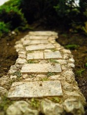 Innovative Stepping Stone Pathway Decor For Your Garden 48
