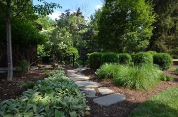 Innovative Stepping Stone Pathway Decor For Your Garden 49