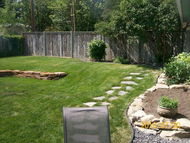 Innovative Stepping Stone Pathway Decor For Your Garden 55