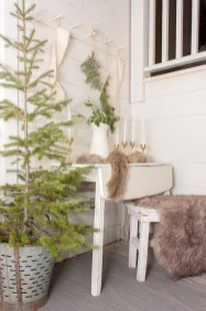 Neutral Winter Decoration Ideas For Your Home 33