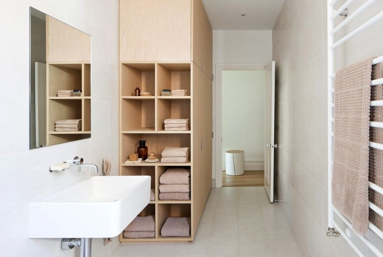 Simple But Modern Bathroom Storage Design Ideas 28
