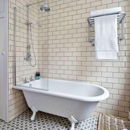 Simple Traditional Bathroom Design Ideas 17
