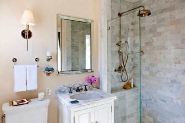 Simple Traditional Bathroom Design Ideas 24