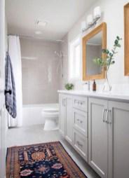 Simple Traditional Bathroom Design Ideas 26