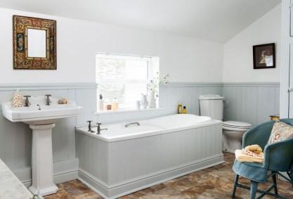 Simple Traditional Bathroom Design Ideas 43