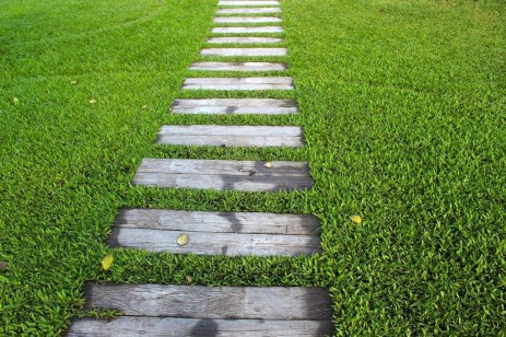 Best DIY Garden Path Designs You Can Bulid To Complete Your Gardens 06