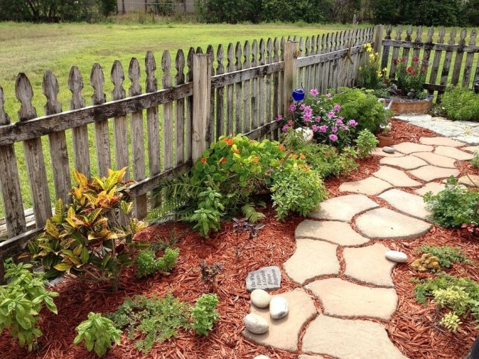 Best DIY Garden Path Designs You Can Bulid To Complete Your Gardens 14