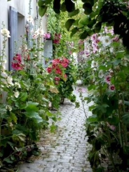 Best DIY Garden Path Designs You Can Bulid To Complete Your Gardens 21