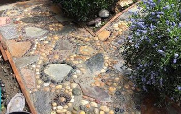 Best DIY Garden Path Designs You Can Bulid To Complete Your Gardens 33