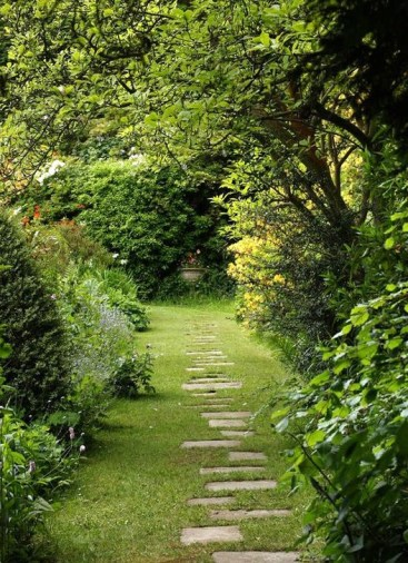 Best DIY Garden Path Designs You Can Bulid To Complete Your Gardens 54