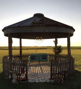 Cozy Gazebo Design Ideas For Your Backyard 37