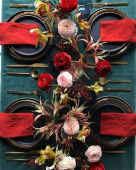 Elegant Table Settings Ideas For Valentines Day 24