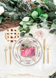 Elegant Table Settings Ideas For Valentines Day 36