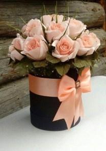 Stunning Valentine Floral Arrangements Ideas 17