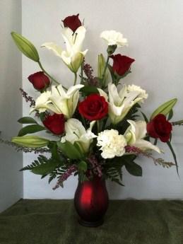 Stunning Valentine Floral Arrangements Ideas 41