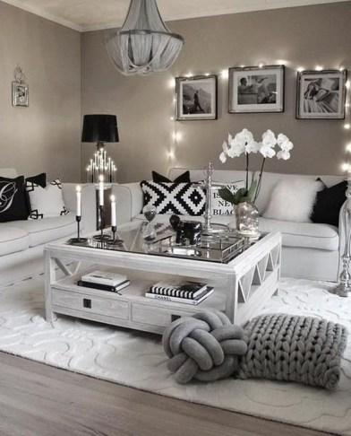 Cozy Black And White Living Room Design Ideas 47