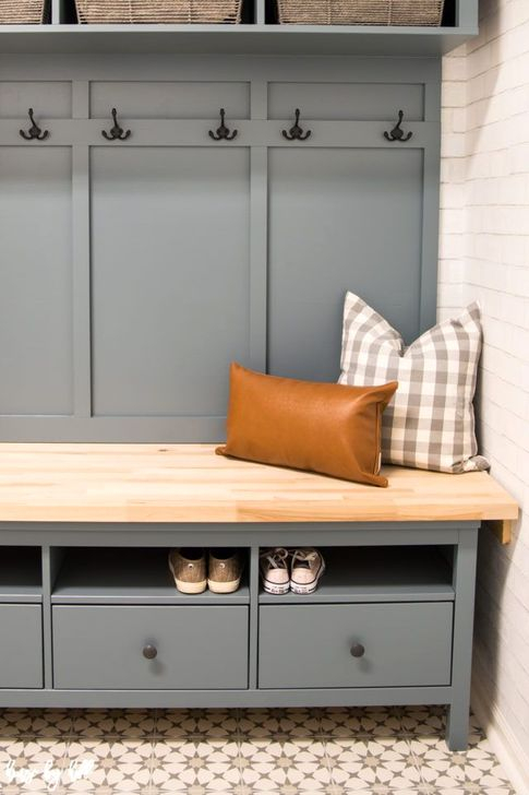 43 Easy DIY Mudroom Bench Ideas For Inspiration - HOMYSTYLE