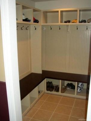 Easy DIY Mudroom Bench Ideas For Inspiration 15