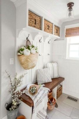 Easy DIY Mudroom Bench Ideas For Inspiration 16