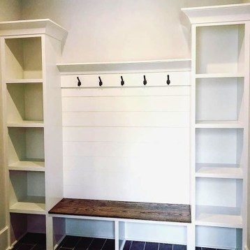 Easy DIY Mudroom Bench Ideas For Inspiration 27