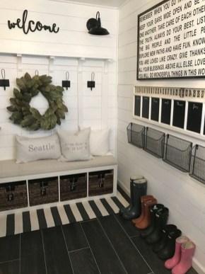 Easy DIY Mudroom Bench Ideas For Inspiration 34