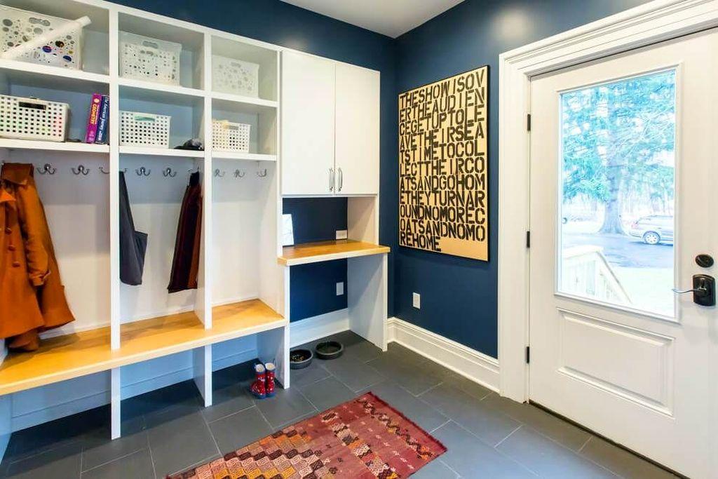 Easy DIY Mudroom Bench Ideas For Inspiration 36