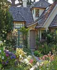 Marvelous Cottage House Exterior Design Ideas 33