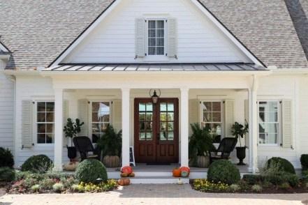 Awesome Farmhouse Home Exterior Design Ideas 42