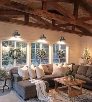 Gorgeous Farmhouse Design Ideas For Living Room 37
