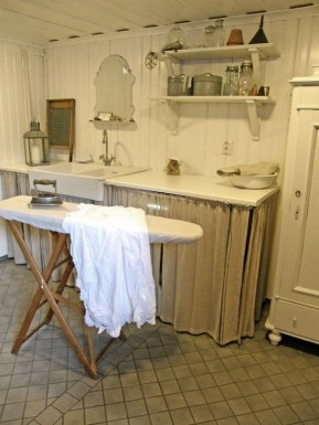 Innovative Laundry Room Design With French Country Style 35