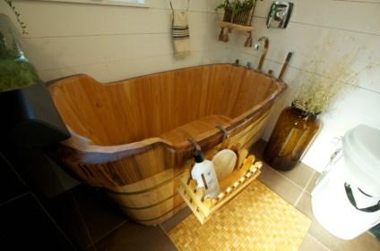 Marvelous Wooden Bathtub Design Ideas To Get Relax 04