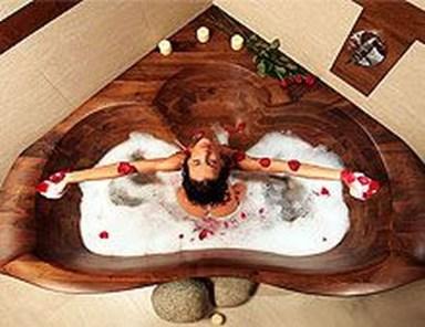 Marvelous Wooden Bathtub Design Ideas To Get Relax 25