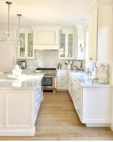 Minimalist Small White Kitchen Design Ideas 02